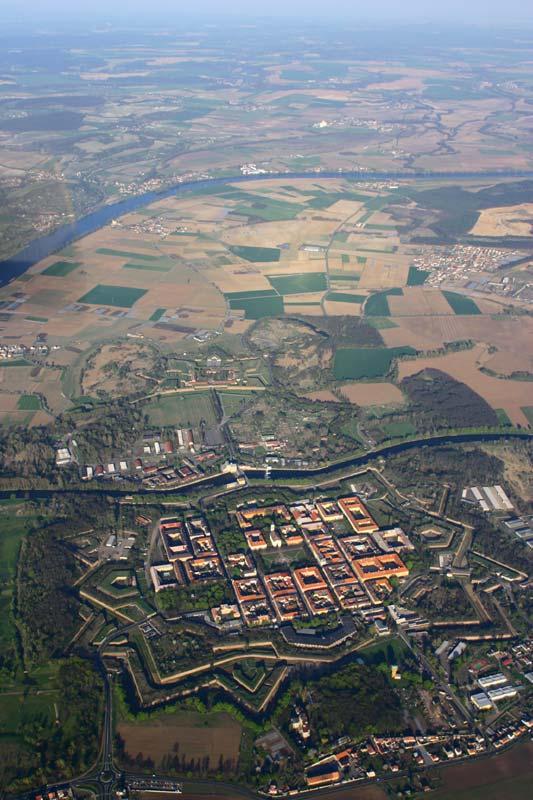 Theresienstadt und die Elbe aus der Luft. FOTO: WILDFISCH